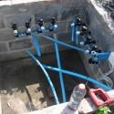 Widok studni z jeszcze nie podłączonymi elektrozaworami
